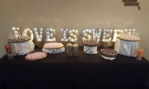 Cake_Kisses_Rustic_Display